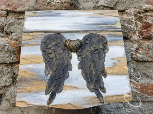 Cutie cu aripi de inger